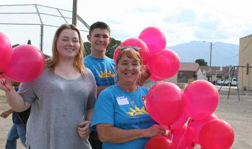 Brooke Curley Photo/ Gila Valley Central: From left: Kylee Sowers , Riley French, and Kathy Grimes get ready for the balloon release.