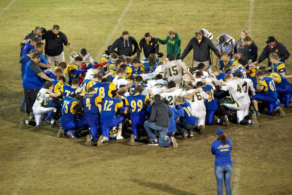 Jon Johnson Photo/Gila Valley Central: The Pima Roughriders join the Gilbert Christian Knights in an after-game prayer.