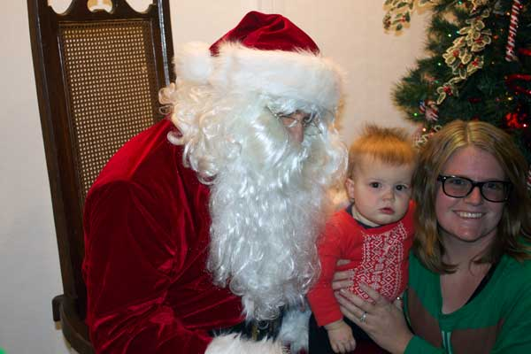 Jon Johnson Photo/Gila Valley Central: Julie Payne, right, helps her daughter, Juniper Payne, meet Santa Claus.
