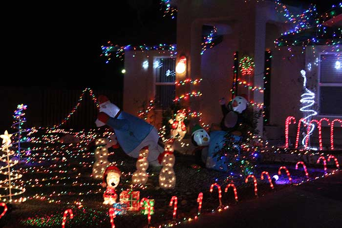 Local Christmas lights cheer up a blustery night GilaValleyCentral.Net