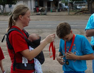 Jon Johnson Photo/Gila Valley Central: Race co-organizer Angela Paull awards Rayden Ramsey with his medal for first overall in the mini triathlon.