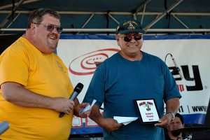 Jon Johnson Photo/Gila Valley Central: Jesse Baca, right, accepts his award as the Judges' Choice for best salsa from Safford Mayor Chris Gibbs.