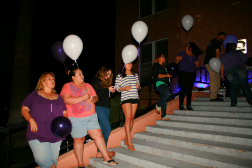Brooke Curley Photo/ Gila Valley Central: Individuals attending the Light Arizona Purple event held onto their balloons, waiting for the signal to let them fly.