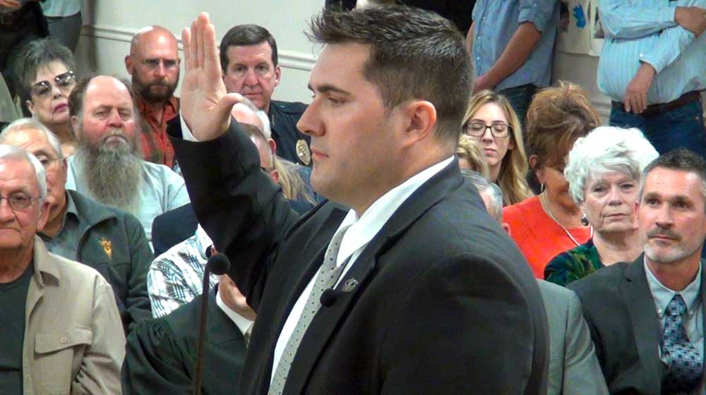 Jon Johnson Photo/Gila Valley Central: Chris Taylor takes his oath of office.